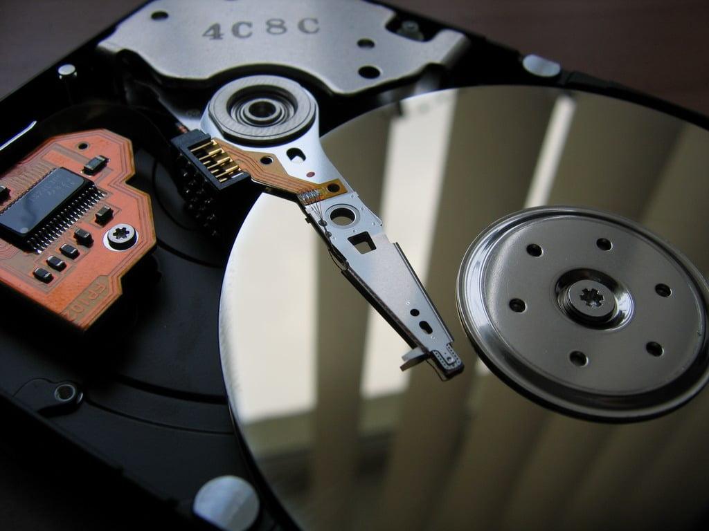Приложение Spotify «убивает» диски пользователей, записывая сотни гигабайт данных в день